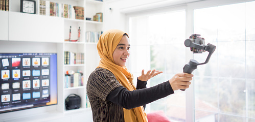 Muslim Demonstrating Hijab Fashion Online
